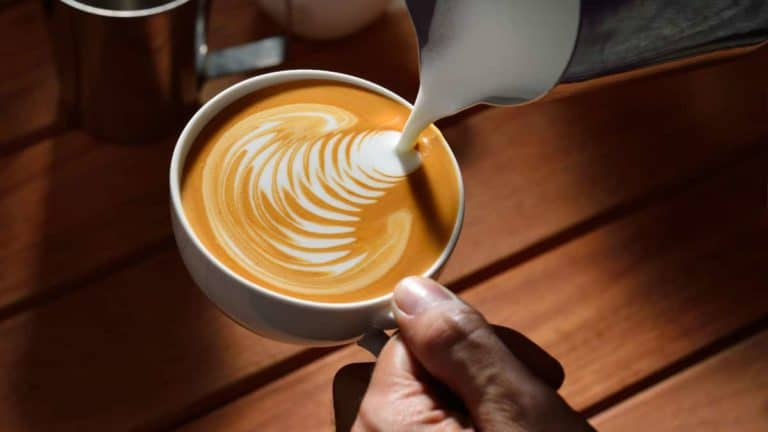 Flat White Vs Latte – The Differences Explained